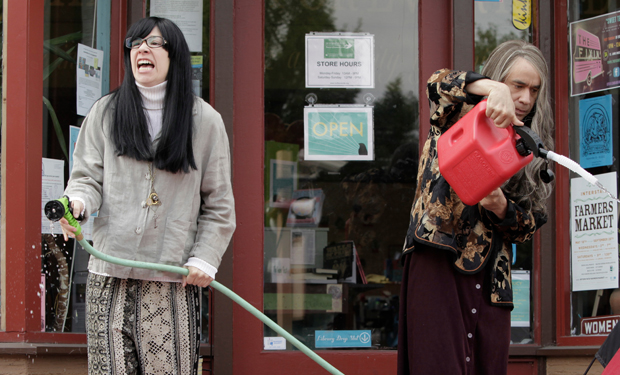 Portlandia's Toni And Candace Will Live-Tweet The Super Bowl!