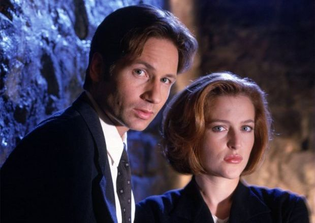 """Gillian Anderson Tweets Out Reunion Pic with David Duchovny, Mitch Pileggi and """"Best Photo Bomb in X-Files History"""""""