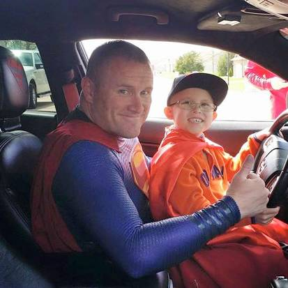 Dallas Police Officer Dressed Like Superman Surprises A Little Boy With Cancer