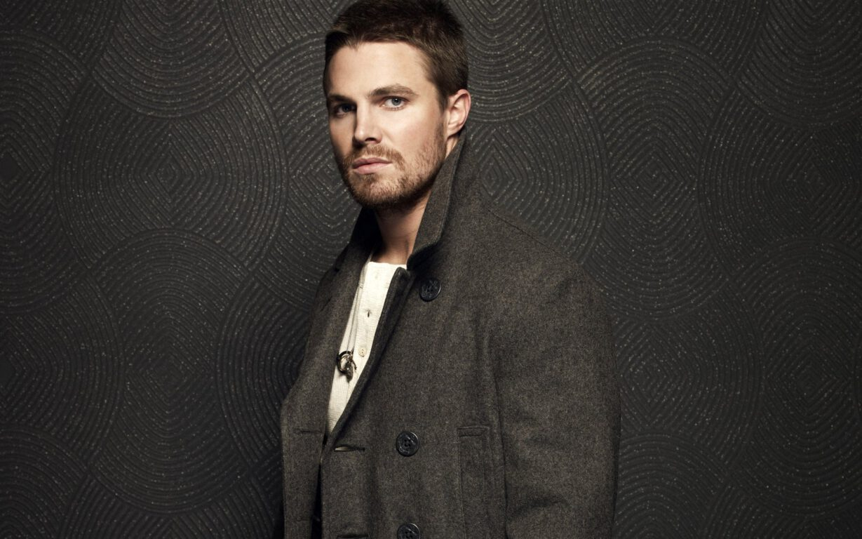 Stephen Amell Drops his Bow for a Hockey Stick as Casey Jones