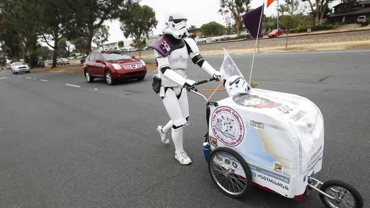 Sweet Husband Walks 645 Miles To Comic-Con As A Stormtrooper In Honor Of His Late Wife