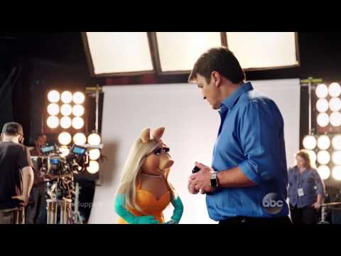 New Muppets Promo Has Miss Piggy Checking Out Captain Tight Pants AKA Nathan Fillion, Big Time!