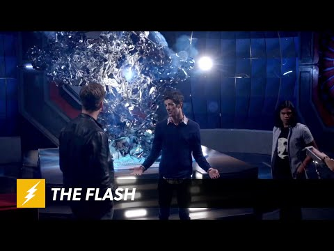 New Clip for CW's The Flash Explains the Difficulty of Dimensional Travel