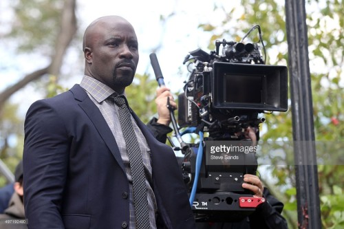 New Pics of Mike Colter as a Sharply-Dressed Luke Cage in Jessica Jones!