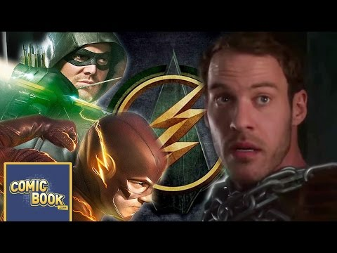 Special Clip of The Flash Sees Hawkman Explaining Who He Is to Hawkgirl, The Flash and Green Arrow!