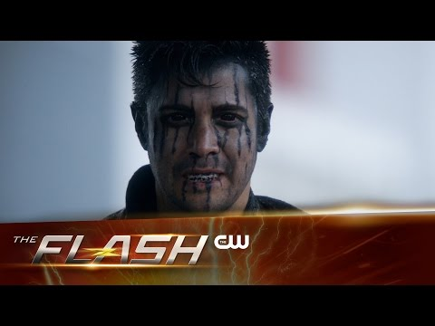 """Sneak Peek at The Flash """"Fast Lane"""" Sees Harrison Wells Up to No Good!"""