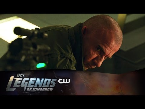 "Legends of Tomorrow Sneak Peek at ""Marooned"" Sees Heat Wave and Captain Cold Fighting!"
