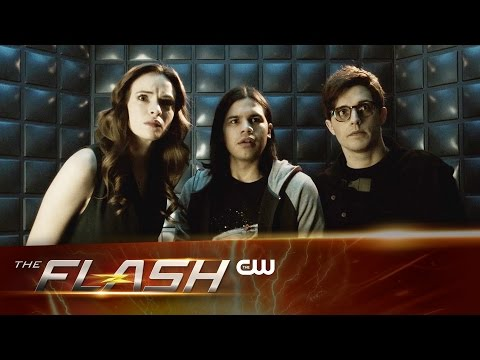 """This Sneak Peek for The Flash """"Flash Back"""" Sees Some Scary Time Wraiths After Barry!"""
