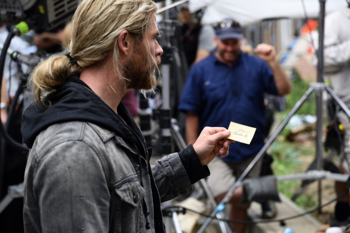 New Behind the Scenes Pics for Thor: Ragnarok Raise a lot of Questions!