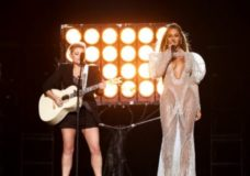 Beyonce and the Dixie Chicks Rocked the CMAs Last Night!