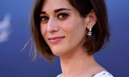 Lizzy Caplan in Talks to Join the Cast of GAMBIT