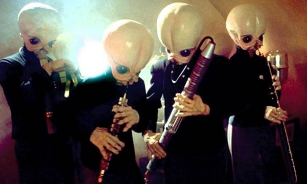 """This Girl Creatively Played STAR WARS """"Cantina Band"""" With Her Pencil"""