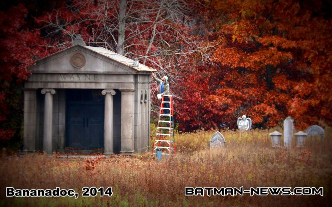 New pics show Wayne tomb in Batman v Superman!