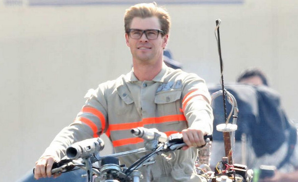 First Look at Chris Hemsworth in Ghostbusters – Dorky, Cute AND in a Jumpsuit!