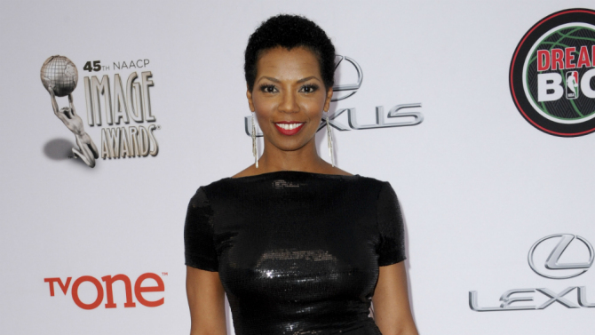 THE FLASH CASTS VANESSA WILLIAMS AS IRIS WEST'S MOM!