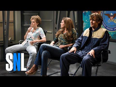 Watch Ryan Gosling and SNL Cast Break Up Over Kate McKinnon in Hilarious Alien Abduction Sketch!
