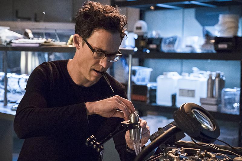 Tom Cavanagh Will Return as Harrison Wells in The Flash for Season Three!