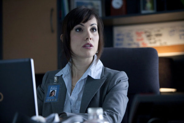 Fifth Season of Arrow Brings in Carly Pope as Pesky Reporter Susan Williams!