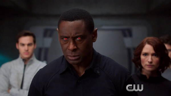 """Alien Assassins Are Out to Collect a Bounty in the Trailer for the Next SUPERGIRL Episode """"Distant Sun"""""""