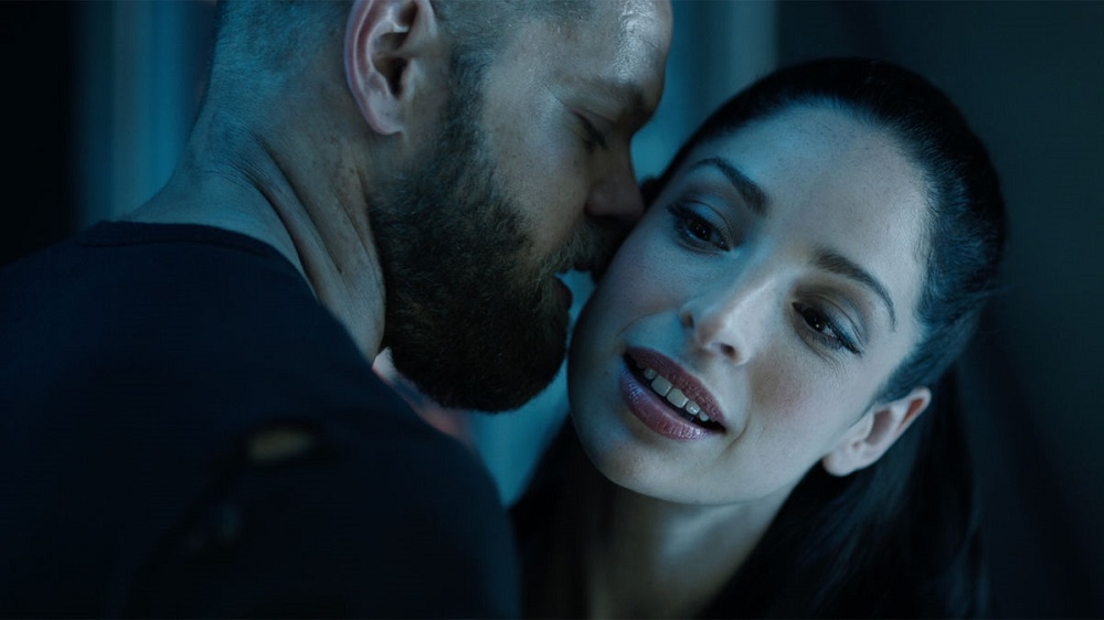 Still of Wes Chatham as Amos Burton and Anna Hopkins as Monica Stuart in The Expanse.