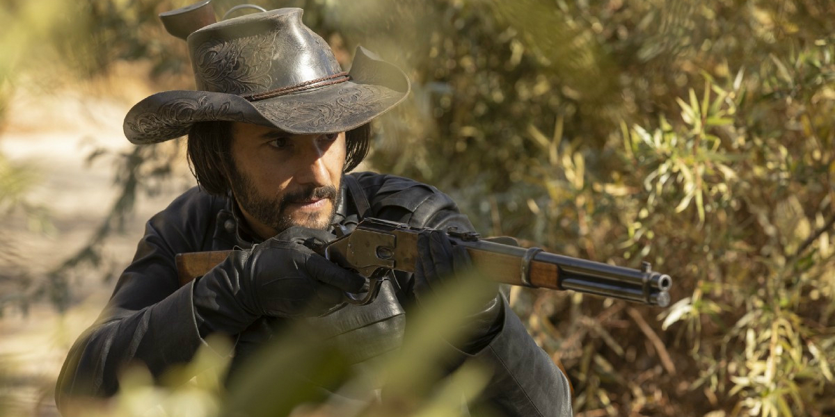Hector EscatonRodrigo Santoro Westworld Season Finale Passenger HBO