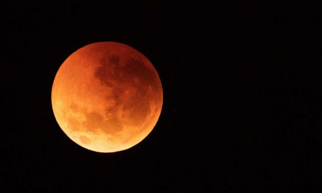 A Meteorite Struck the Super Blood Wolf Moon in the Face
