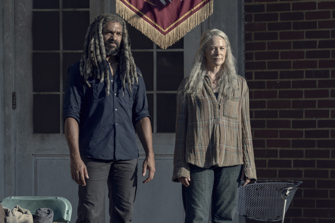 The King and Queen greet their guests on The Walking Dead, Chokepoint
