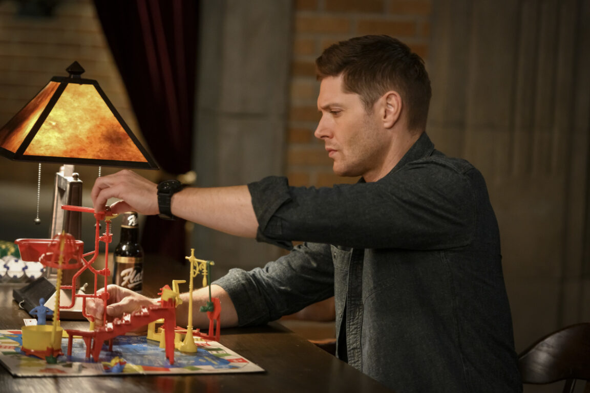 """Dean plays games on Supernatural, """"Game Night"""""""