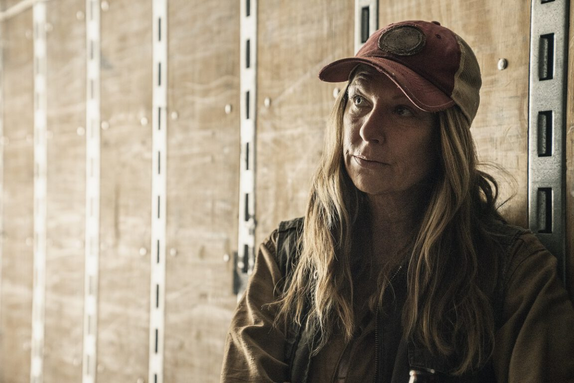 Sarah helps Strand find a solution on Fear the Walking Dead