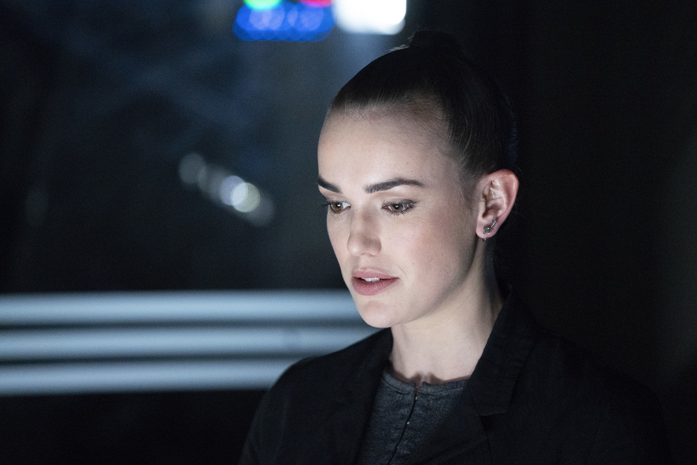 SIMMONS MAKES A DIFFICULT CHOICE IN MARVEL'S AGENTS OF S.H.I.E.L.D.
