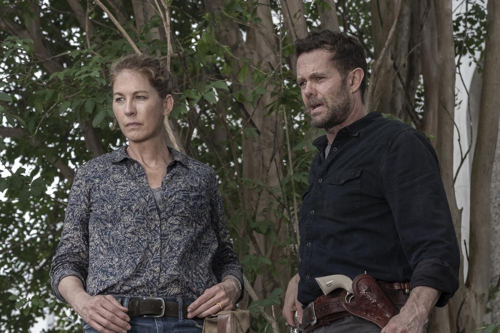 june and john assess the danger on Fear the Walking Dead