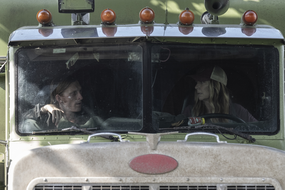 Dwight and Sarah prepare for the worst on Fear the Walking Dead