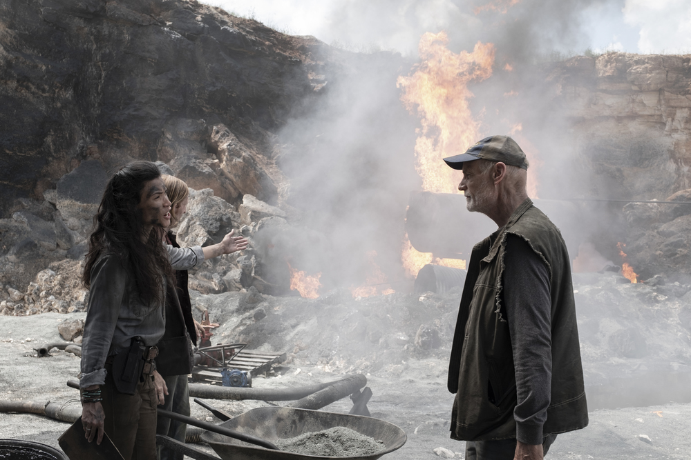 Logan finds the oil fields on Fear the Walking Dead