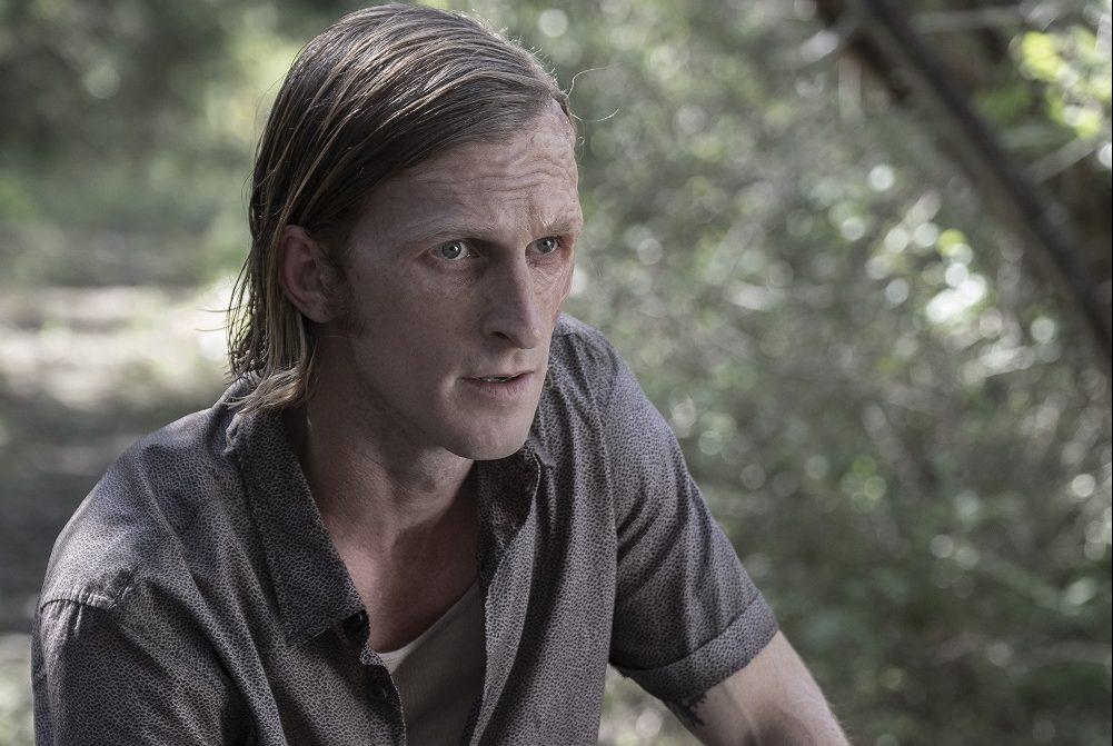 Dwight lets Virginia know he is not on her side on Fear the Walking Dead