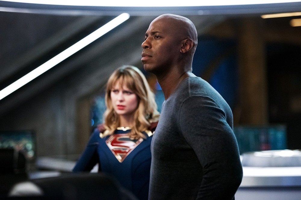 Supergirl teams up with James Olsen to catch a killer.