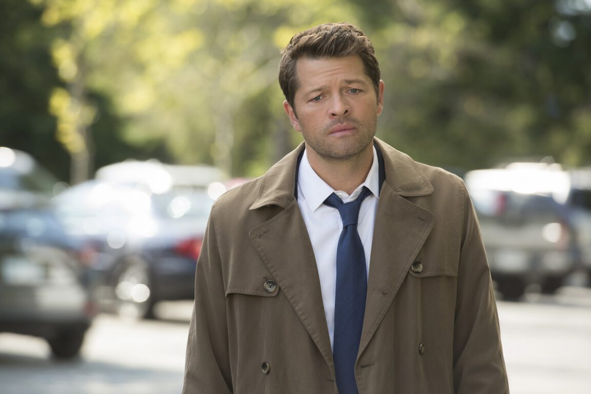 Cas helps evacuate a town on Supernatural