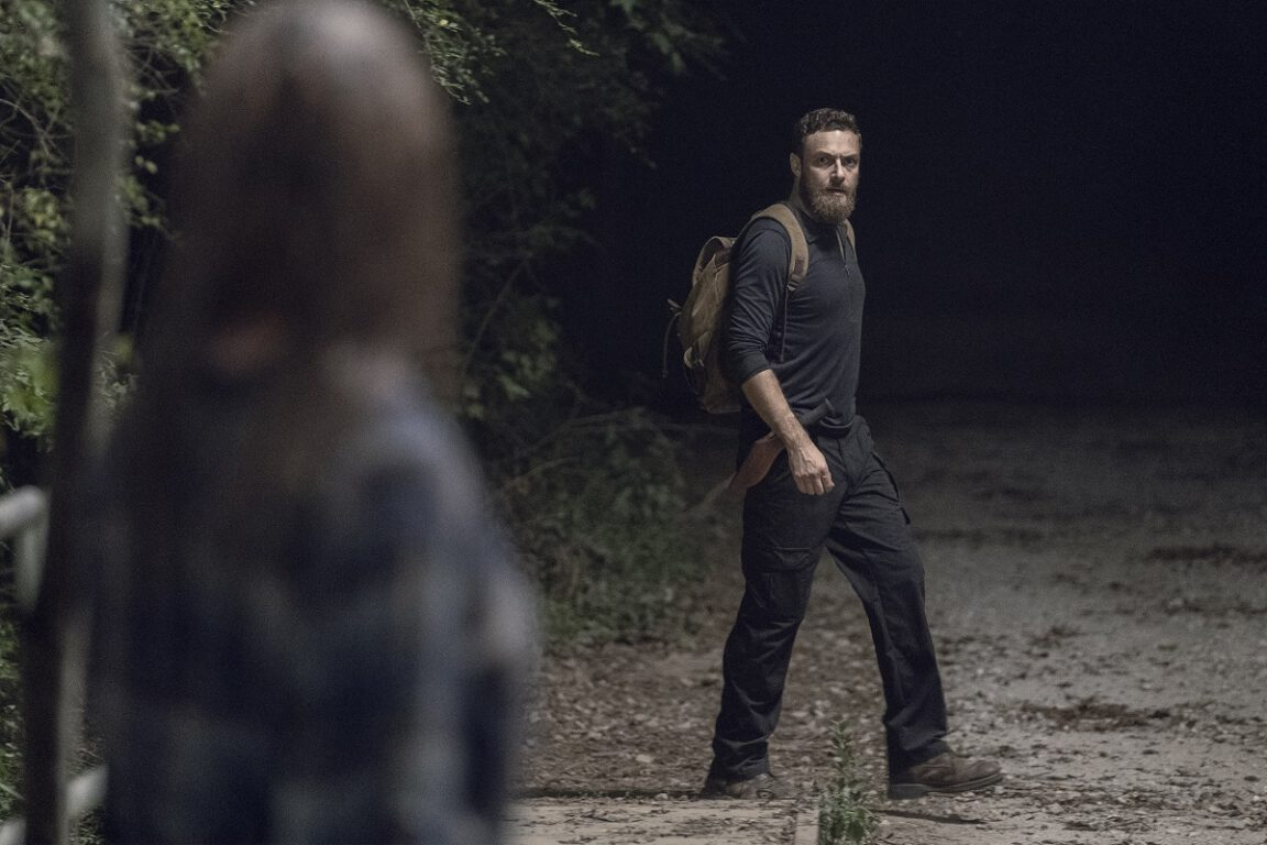 Aaron tries to relate to Gamma on The Walking Dead