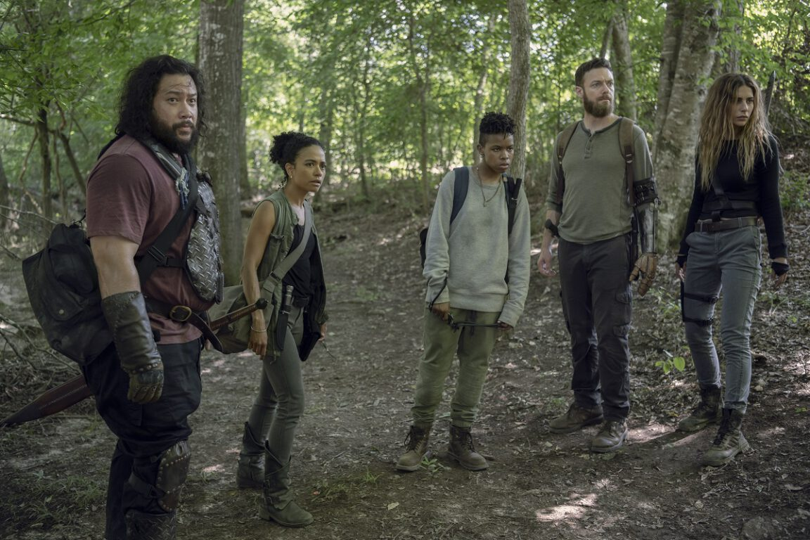 Daryl leads a group to find the horde on The Walking Dead