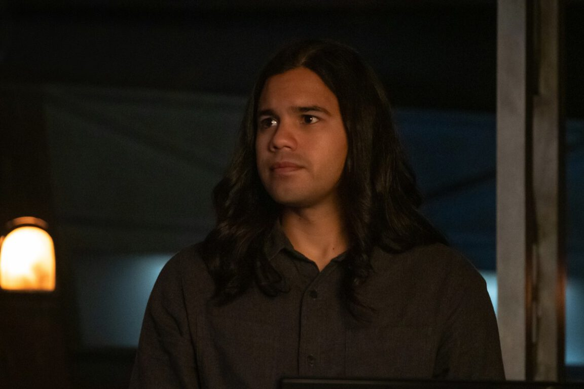 Cisco tries to save Central City on The Flash