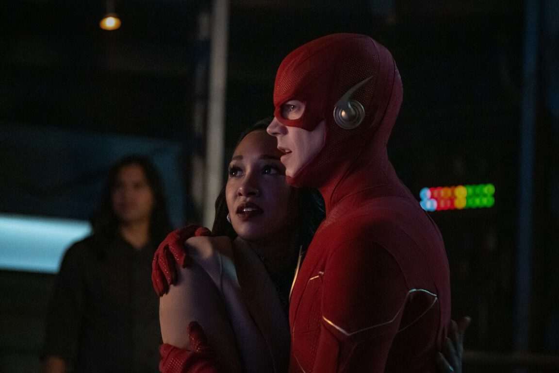 Team Flash saves Barry on The Flash