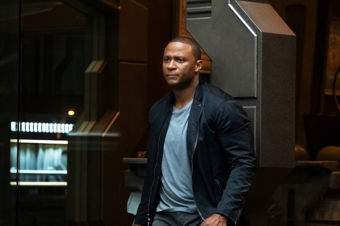Diggle joins the group to save Oliver in Crisis on Infinite Earths