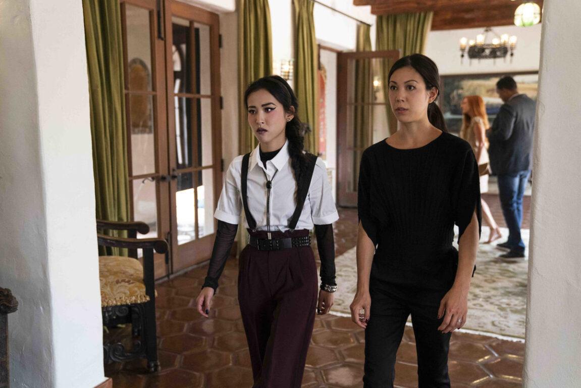 Nico and Tina make their move on Morgan on Runaways