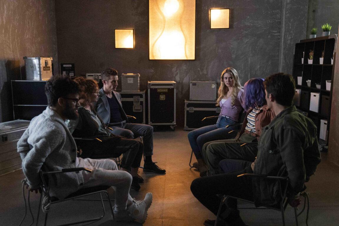 Morgan takes everyone hostage on Runaways.