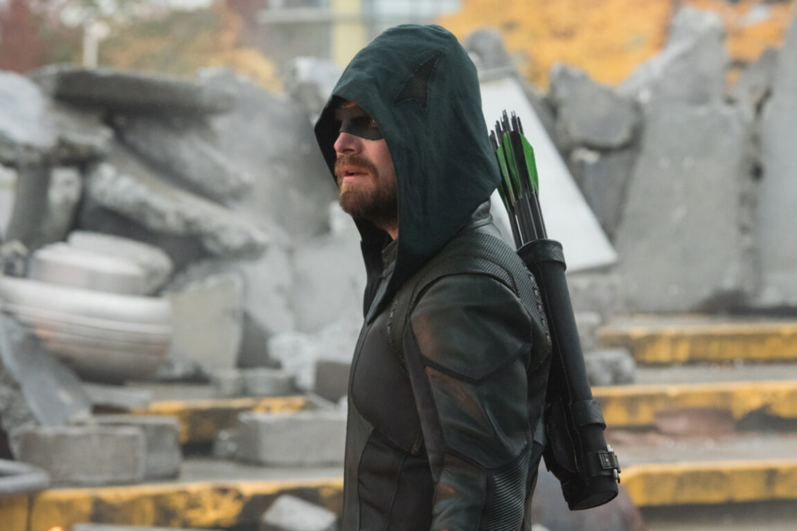 The Green Arrow fights until his last breath on Crisis on Infinite Earths