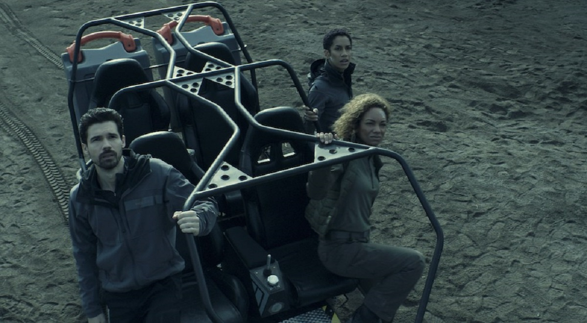 Steven Strait, Dominique Tipper, and Lyndie Greenwood in The Expanse Season 4.