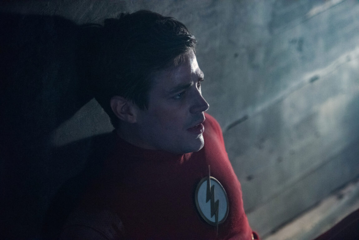 Barry uses the Speed Force to escape the Vanishing Point on Crisis on Infinite Earths