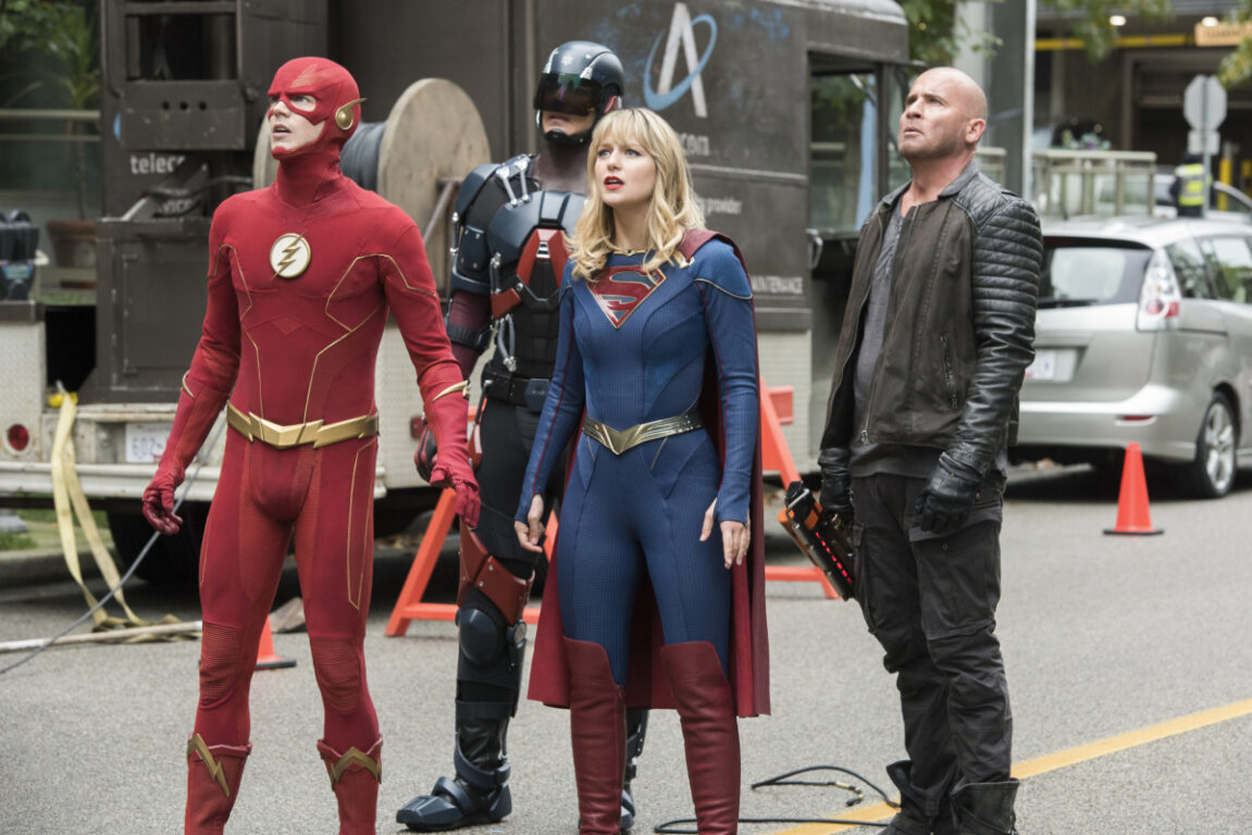 The team prepares for battle on Crisis on Infinite Earths