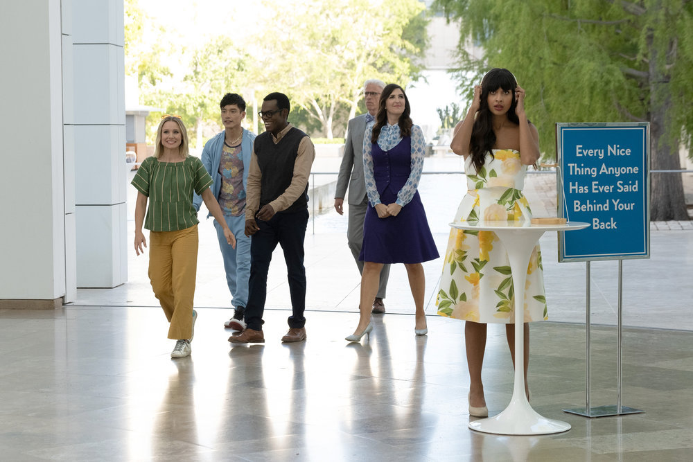 Still of Kristen Bell, Manny Jacinto, William Jackson Harper, D'arcy Carden and Jameela Jamil in The Good Place