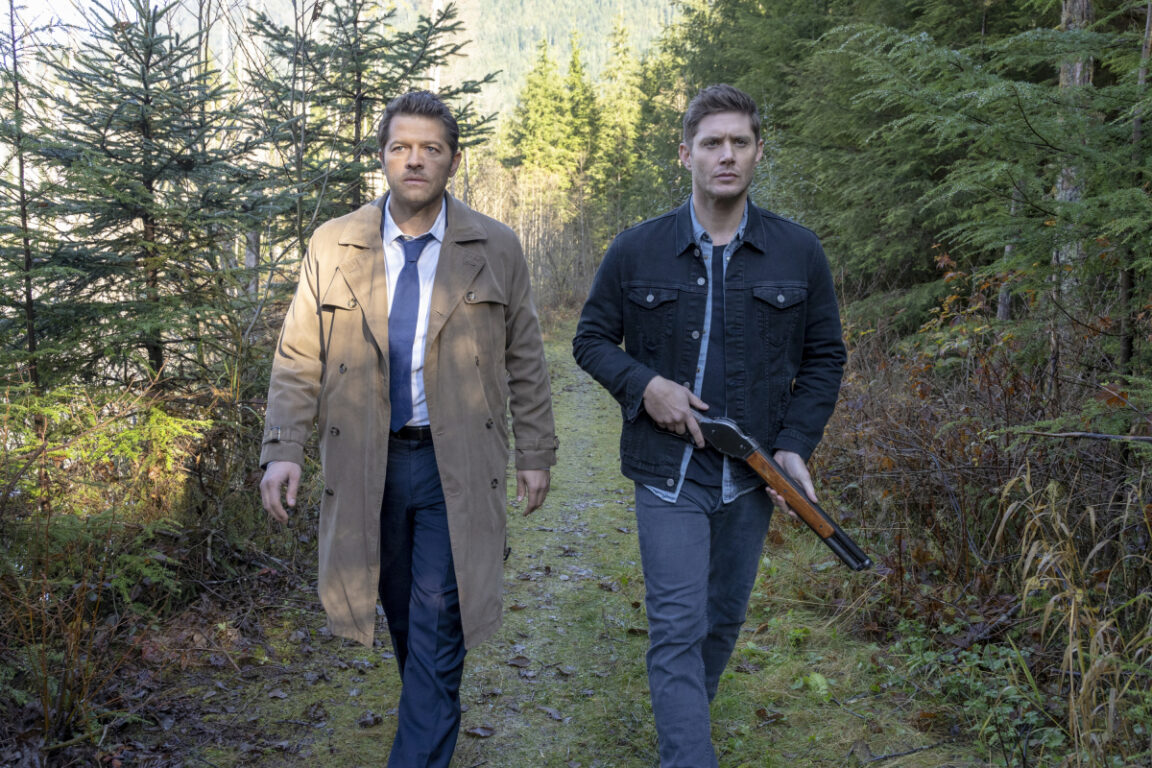 Cas and Dean finally make up on Supernatural