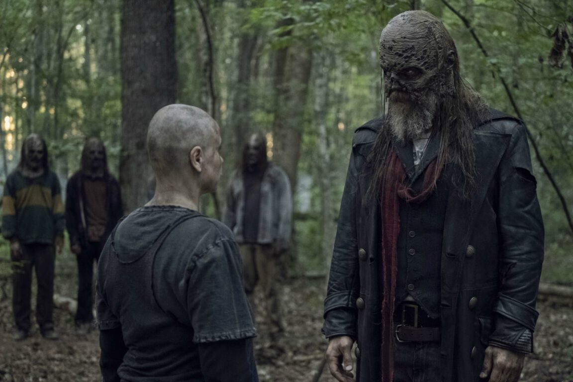 Alpha realizes someone is spying on her on The Walking Dead